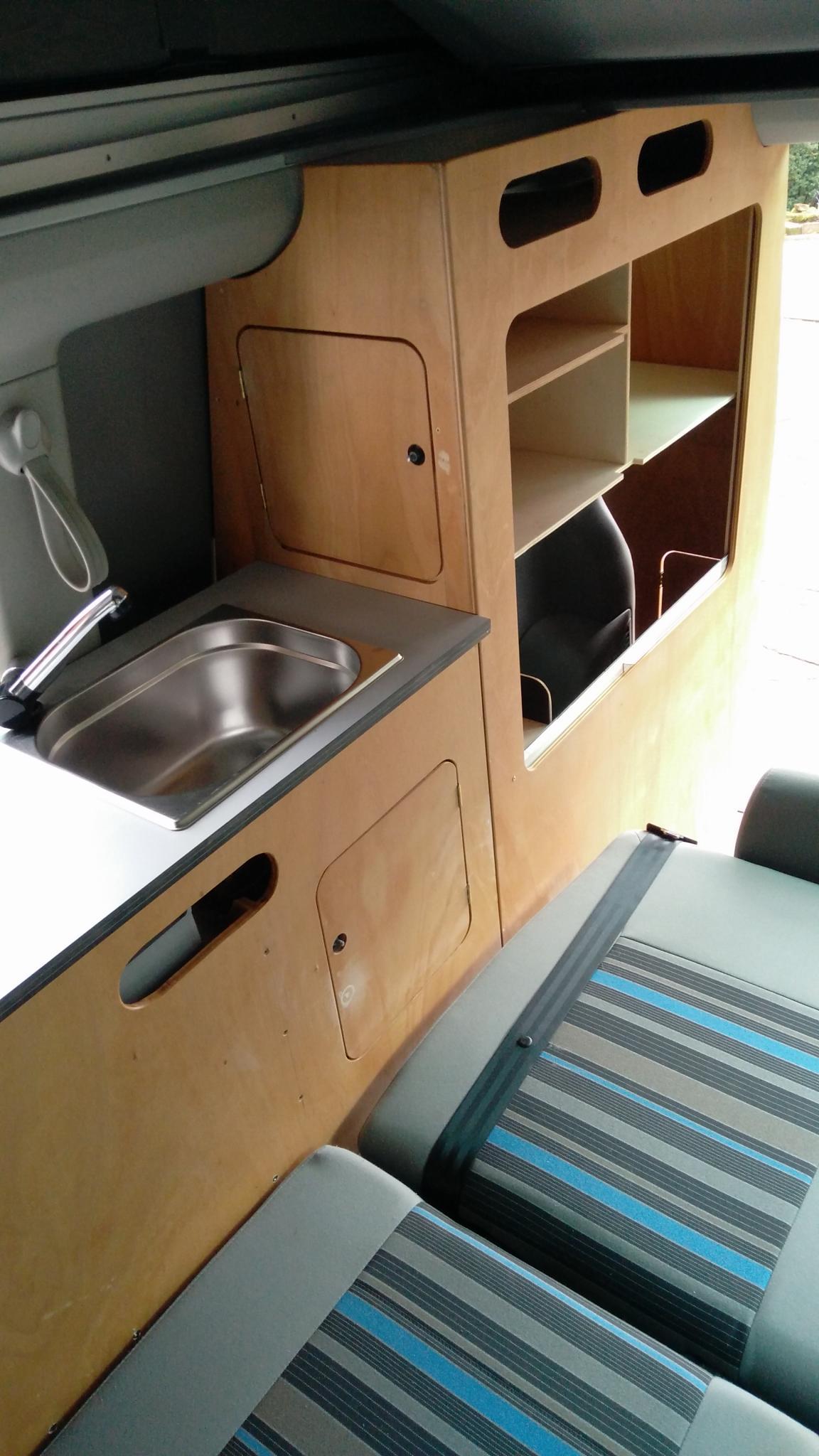 vw t5 6 beach ausbau sport vw california m bel und. Black Bedroom Furniture Sets. Home Design Ideas